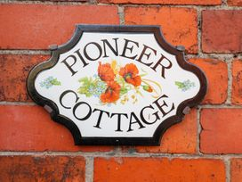 Pioneer Cottage - North Wales - 985995 - thumbnail photo 3