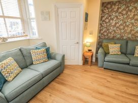 Apartment 6 - North Yorkshire (incl. Whitby) - 9865 - thumbnail photo 3