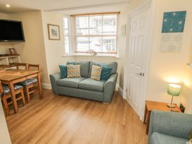 Apartment 6 - North Yorkshire (incl. Whitby) - 9865 - thumbnail photo 2