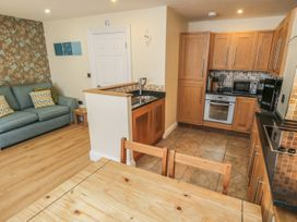 Apartment 6 - North Yorkshire (incl. Whitby) - 9865 - thumbnail photo 4