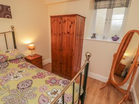 Apartment 6 - North Yorkshire (incl. Whitby) - 9865 - thumbnail photo 9