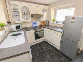 4 Honeyborough Farm Cottages - South Wales - 986535 - thumbnail photo 11
