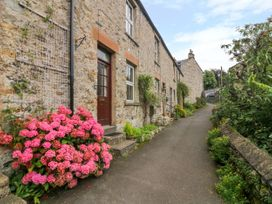 Waterfall Cottage - Yorkshire Dales - 986639 - thumbnail photo 2