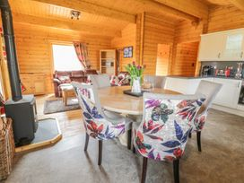 Manor Farm Lodges - Red Kite Lodge - Mid Wales - 986720 - thumbnail photo 9