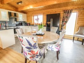 Manor Farm Lodges - Red Kite Lodge - Mid Wales - 986720 - thumbnail photo 10