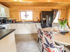 Manor Farm Lodges - Red Kite Lodge - Mid Wales - 986720 - thumbnail photo 11