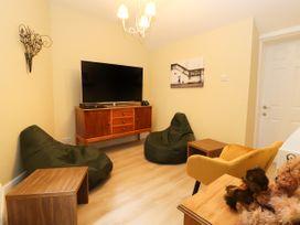 Eversley - North Wales - 986800 - thumbnail photo 8