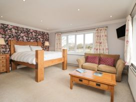 The Lodge - North Yorkshire (incl. Whitby) - 987634 - thumbnail photo 11