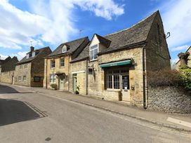 Burford's Old Bakery - Cotswolds - 988695 - thumbnail photo 1