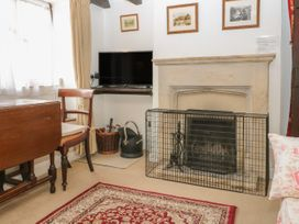 Newbury Cottage - Cotswolds - 988698 - thumbnail photo 2