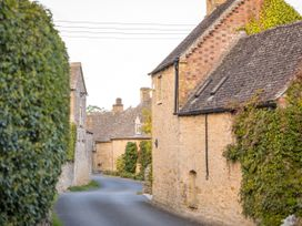 Orchard House - Cotswolds - 988776 - thumbnail photo 32