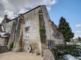 5 bedroom Cottage for rent in Cirencester