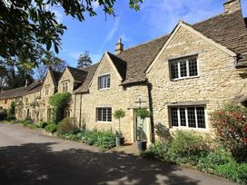 Castle Combe Cottage - Somerset & Wiltshire - 988862 - thumbnail photo 1