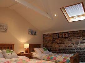 Nadder Barn - Somerset & Wiltshire - 988868 - thumbnail photo 13