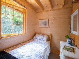 Woodland Cabin - Cornwall - 988890 - thumbnail photo 23