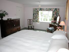 Winterbourne Cottage - Somerset & Wiltshire - 988908 - thumbnail photo 8