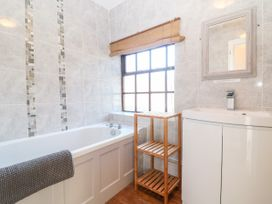 Spring Cottage - Cotswolds - 988909 - thumbnail photo 17