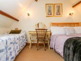 Henmarsh Cottage - Cotswolds - 988992 - thumbnail photo 16