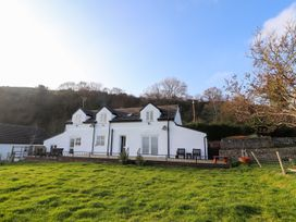 4 bedroom Cottage for rent in Abergele
