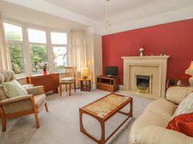 Park Lane Apartment - North Wales - 989623 - thumbnail photo 3