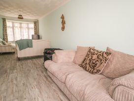17 Coventry Close - Kent & Sussex - 989792 - thumbnail photo 6