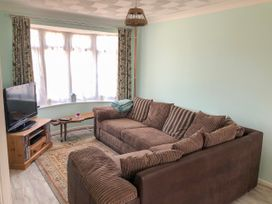 17 Coventry Close - Kent & Sussex - 989792 - thumbnail photo 2