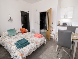 Apartment 2 Orme Court - North Wales - 990161 - thumbnail photo 10