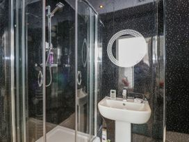 Apartment 2 Orme Court - North Wales - 990161 - thumbnail photo 11
