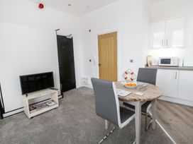 Apartment 2 Orme Court - North Wales - 990161 - thumbnail photo 4