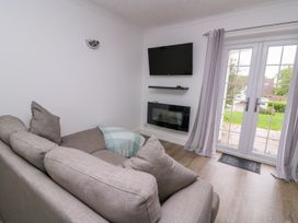 Beech Tree Cottage - South Wales - 990919 - thumbnail photo 3
