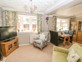 Bumble Bee Cottage - Lincolnshire - 990946 - thumbnail photo 6