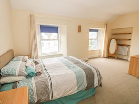 4 Cambrian Terrace - South Wales - 991120 - thumbnail photo 9