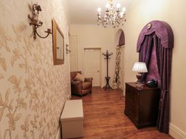 Sneaton Hall Apartment 4 - Whitby & North Yorkshire - 991604 - thumbnail photo 13