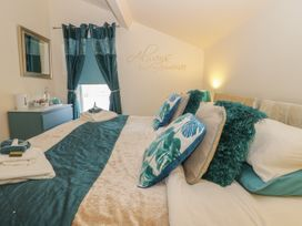 North Bay Guest House - Whitby & North Yorkshire - 992401 - thumbnail photo 15