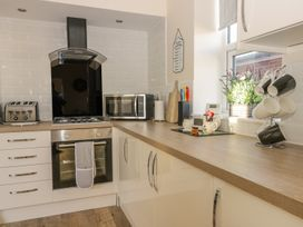 204 Sea View House - Whitby & North Yorkshire - 993008 - thumbnail photo 9