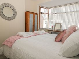 204 Sea View House - Whitby & North Yorkshire - 993008 - thumbnail photo 13