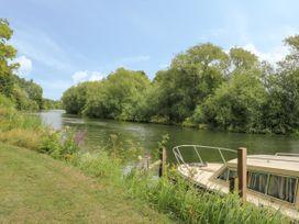 Thames Reach - Cotswolds - 993409 - thumbnail photo 2