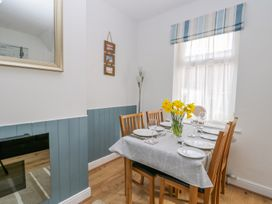 Sea Breakers Cottage - Whitby & North Yorkshire - 993621 - thumbnail photo 8
