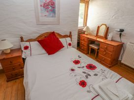 Heather Cottage - South Wales - 993726 - thumbnail photo 12