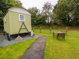 Shepherds Hut - The Crook - South Wales - 993729 - thumbnail photo 2