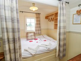 Shepherds Hut - The Crook - South Wales - 993729 - thumbnail photo 5