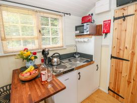 Shepherds Hut - The Crook - South Wales - 993729 - thumbnail photo 9
