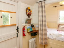 Shepherds Hut - The Crook - South Wales - 993729 - thumbnail photo 10