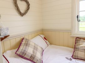 Shepherds Hut - The Crook - South Wales - 993729 - thumbnail photo 11
