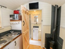 Shepherds Hut - The Crook - South Wales - 993729 - thumbnail photo 12