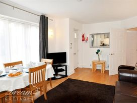 Admiral's Quarter Apartment 5 - Dorset - 993911 - thumbnail photo 3