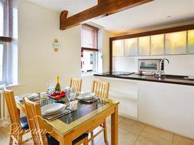 Azure Apartment - Dorset - 993969 - thumbnail photo 2