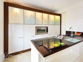 Azure Apartment - Dorset - 993969 - thumbnail photo 3