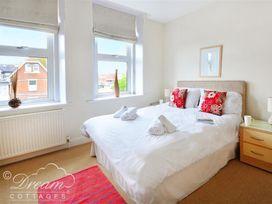Azure Apartment - Dorset - 993969 - thumbnail photo 5