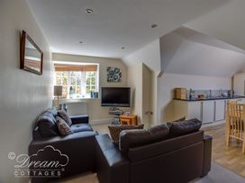 Bayview Apartment - Dorset - 993983 - thumbnail photo 3